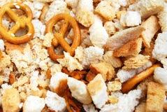 Φρυγανιές του άσπρου ψωμιού με pretzel τα πρόχειρα φαγητά στοκ εικόνα με δικαίωμα ελεύθερης χρήσης