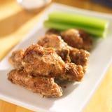 Φτερά κοτόπουλου παρμεζάνας σκόρδου Zesty στοκ φωτογραφίες