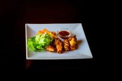 φτερά σάλτσας κοτόπουλ&omicron Στοκ φωτογραφίες με δικαίωμα ελεύθερης χρήσης