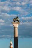 Φτερωτή στήλη λιονταριών στο ST Mark& x27 τετράγωνο και SAN Giorgio Maggiore του s Στοκ Εικόνα