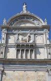 φτερωτό λιοντάρι του αρχαίου κτηρίου αποκαλούμενο σε η Βενετία Scuola Gran Στοκ φωτογραφία με δικαίωμα ελεύθερης χρήσης