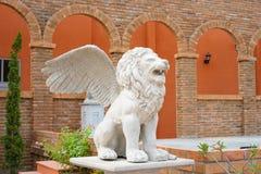 Φτερωτό spitting αγαλμάτων λιονταριών νερό Στοκ εικόνα με δικαίωμα ελεύθερης χρήσης