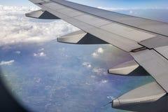 Φτερό αεροπλάνων με την εναέρια άποψη Στοκ φωτογραφίες με δικαίωμα ελεύθερης χρήσης