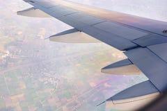 Φτερό αεροπλάνων με την εναέρια άποψη Στοκ εικόνα με δικαίωμα ελεύθερης χρήσης