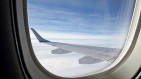 Φτερό αεροπλάνων στον ουρανό Στοκ Φωτογραφίες