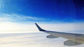 Φτερό αεροπλάνων στον ουρανό Στοκ εικόνες με δικαίωμα ελεύθερης χρήσης