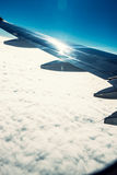 Φτερό και σύννεφα αεροπλάνων Στοκ Εικόνες