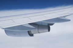 φτερό μηχανών αεροπλάνων Στοκ φωτογραφία με δικαίωμα ελεύθερης χρήσης