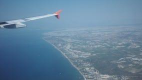 Φτερό του πετώντας αεριωθούμενου αεροπλάνου φιλμ μικρού μήκους