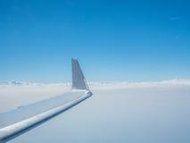 Φτερό του πετώντας αεροπλάνου Στοκ Φωτογραφία