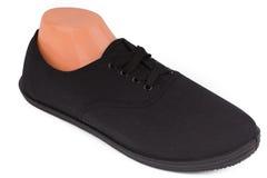 Φτηνά μαύρα αθλητικά παπούτσια που απομονώνονται στο λευκό Στοκ Φωτογραφίες