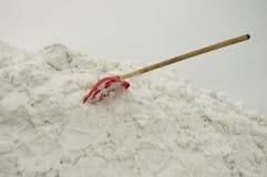 Φτυάρι στο χιόνι Στοκ εικόνες με δικαίωμα ελεύθερης χρήσης