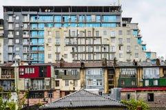 Φτωχός προαστιακός φραγμός των επιπέδων, κατασκευή, μπαλκόνι στοκ φωτογραφία