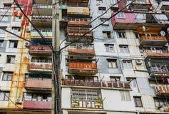 Φτωχός προαστιακός φραγμός των επιπέδων, κατασκευή, μπαλκόνι στοκ φωτογραφία με δικαίωμα ελεύθερης χρήσης