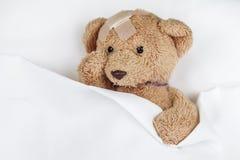 Φτωχό άρρωστο Teddy στοκ εικόνες με δικαίωμα ελεύθερης χρήσης