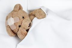 Φτωχό άρρωστο Teddy στοκ φωτογραφία με δικαίωμα ελεύθερης χρήσης