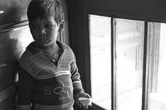 Φτωχό παιδί στο σπίτι μου Στοκ Φωτογραφία