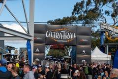 Φυλή της Αυστραλίας UTA11 εξαιρετικά-ιχνών Πλήθη στη γραμμή τερματισμού στοκ εικόνες