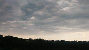Φυσαλίδες μπλε άσπρος ουρανού και γκριζωπός στοκ εικόνες