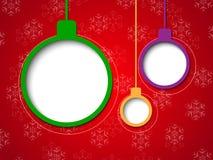 Φυσαλίδες Χριστουγέννων στην κόκκινη ανασκόπηση Στοκ Φωτογραφίες