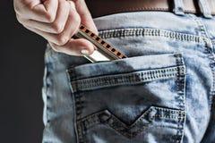 Φυσαρμόνικα μπλε στην τσέπη Στοκ εικόνες με δικαίωμα ελεύθερης χρήσης