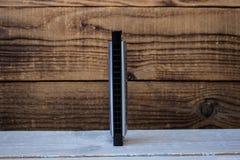 Φυσαρμόνικα στο ξύλινο υπόβαθρο Στοκ φωτογραφίες με δικαίωμα ελεύθερης χρήσης