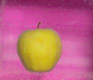 Φυσαλίδες της Apple ενός στις ρόδινες υποβάθρου Στοκ Εικόνα