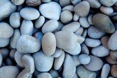 Φυσικά γυαλισμένο άσπρο υπόβαθρο χαλικιών βράχου στοκ φωτογραφίες με δικαίωμα ελεύθερης χρήσης