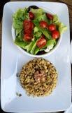 φυσικά λαχανικά συμβολοσειράς τροφίμων κουνουπιδιών καρότων φασολιών στοκ φωτογραφία με δικαίωμα ελεύθερης χρήσης