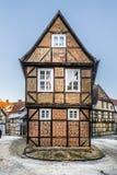 Φυσικά παλαιά κατά το ήμισυ εφοδιασμένα με ξύλα σπίτια σε Quedlinburg Στοκ Φωτογραφία