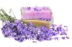 Φυσικά σαπούνια και lavender Στοκ φωτογραφία με δικαίωμα ελεύθερης χρήσης