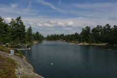 Φυσικές απόψεις στο Grotto στην της Γεωργίας περιοχή Great Lakes του Οντάριο Καναδάς κόλπων στοκ εικόνα