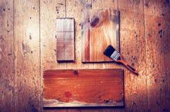 Φυσικές καφετιές ξύλινες σανίδες με το διάστημα αντιγράφων στην ξύλινη πλάτη πατωμάτων στοκ φωτογραφία