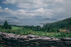 Φυσικές οδικές απόψεις του δαχτυλιδιού της ιρλανδικής αγελάδας στην Ιρλανδία Στοκ Φωτογραφίες