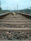Φυσικές πέτρες ραγών του Κεράλα ραγών σιδηροδρόμων στοκ εικόνα με δικαίωμα ελεύθερης χρήσης