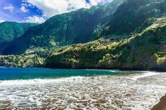 Φυσικές παραλίες στη μαύρη άμμο Cais do Seixal, νησί της Μαδέρας στοκ φωτογραφία με δικαίωμα ελεύθερης χρήσης