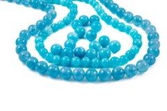 Φυσικές χάντρες πολύτιμων λίθων κρυστάλλων Aquamarine που απομονώνονται στο άσπρο υπόβαθρο Στοκ φωτογραφίες με δικαίωμα ελεύθερης χρήσης
