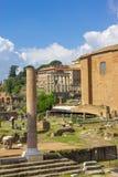Φυσική άποψη πέρα από τις καταστροφές του ρωμαϊκού φόρουμ στη Ρώμη Στοκ εικόνες με δικαίωμα ελεύθερης χρήσης