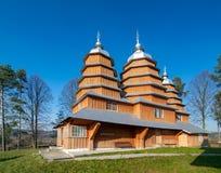 Φυσική άποψη της ελληνικής καθολικής ξύλινης εκκλησίας του ST Dmytro, ΟΥΝΕΣΚΟ, Matkiv, Ουκρανία στοκ φωτογραφίες
