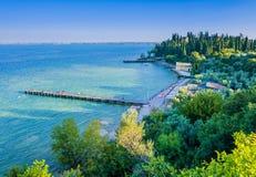 Φυσική άποψη της παραλίας Sirmione, λίμνη Garda, Ιταλία Στοκ εικόνα με δικαίωμα ελεύθερης χρήσης