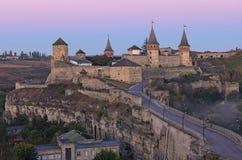Φυσική άποψη του αρχαίου κάστρου kamianets-Podilskyi Διάσημη τουριστική θέση και ρομαντικός προορισμός ταξιδιού στοκ φωτογραφία