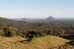 Φυσική άποψη των βουνών σπιτιών γυαλιού στοκ εικόνες με δικαίωμα ελεύθερης χρήσης
