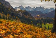Φυσική άποψη των κάστρων Neuschwanstein και Hohenschwangau στην ημέρα φθινοπώρου Στοκ εικόνες με δικαίωμα ελεύθερης χρήσης