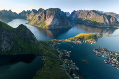 Φυσική άποψη των νησιών Lofoten στην ομίχλη, Νορβηγία Στοκ εικόνες με δικαίωμα ελεύθερης χρήσης