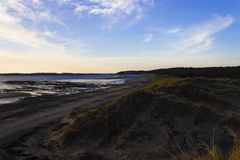 Φυσική άποψη δυτικά στους αμμόλοφους άμμου σε Newborough Warren προς την παραλία Newborough, Anglesey, Ουαλία Στοκ φωτογραφία με δικαίωμα ελεύθερης χρήσης