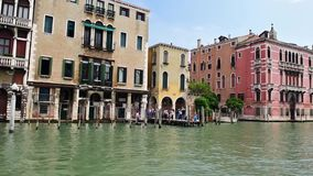 Φυσική αρχιτεκτονική κατά μήκος του μεγάλου καναλιού στη Βενετία, Ιταλία απόθεμα βίντεο