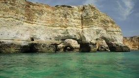 Φυσική αψίδα παραλιών Marinha απόθεμα βίντεο