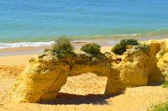 Φυσική αψίδα πετρών Armacao de Pera Beach Στοκ Εικόνες