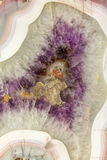 φυσική βιολέτα ποικιλίας χαλαζία κρυστάλλου αμεθύστινης ανασκόπησης Στοκ εικόνες με δικαίωμα ελεύθερης χρήσης