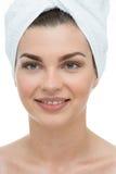 Φυσική γυναίκα ομορφιάς με την πετσέτα Στοκ φωτογραφία με δικαίωμα ελεύθερης χρήσης